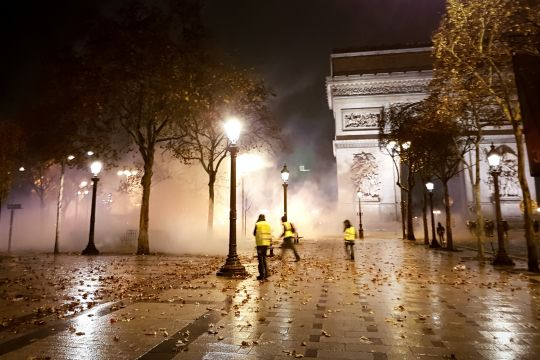 """Gilets Jaunes""-Proteste in Paris am Triumphbogen."